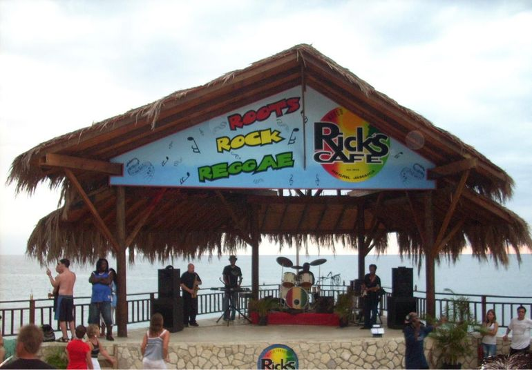 Rick's Cafe - Seven Mile Beach